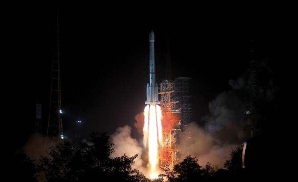 Китай отправил свой луноход к Луне