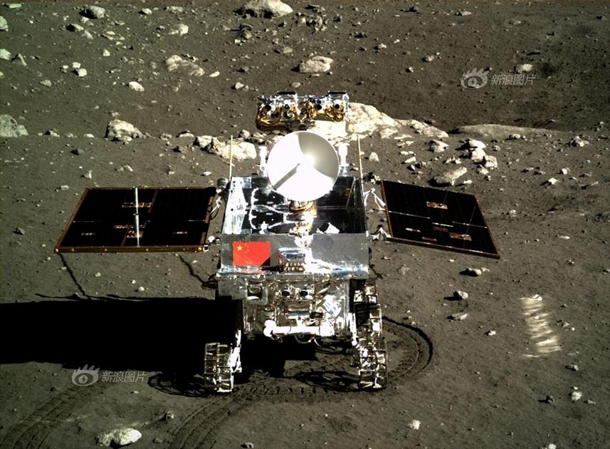 Китайский луноход прислал новые фотографии