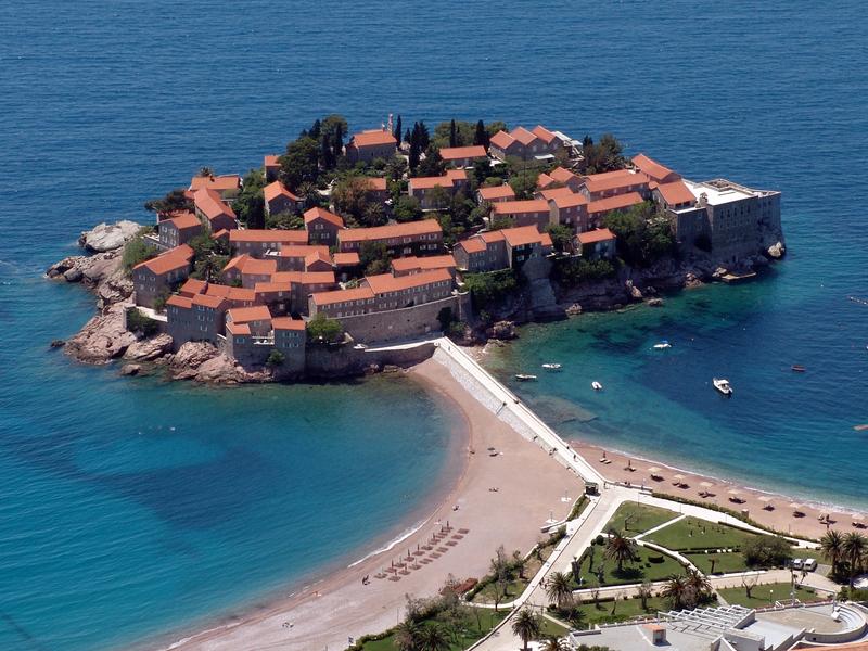 Команда LinguaLeo едет в Черногорию на 2 месяца. На борту 5 свободных мест! Миссия команды — выпустить важнейшие релизы