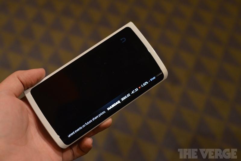 Компания Samsung представила работающее устройство с гибким дисплеем