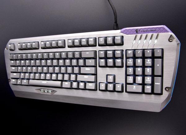 Клавиши механической клавиатуры Tesoro Colada Saint G3NL имеют белую светодиодную подсветку
