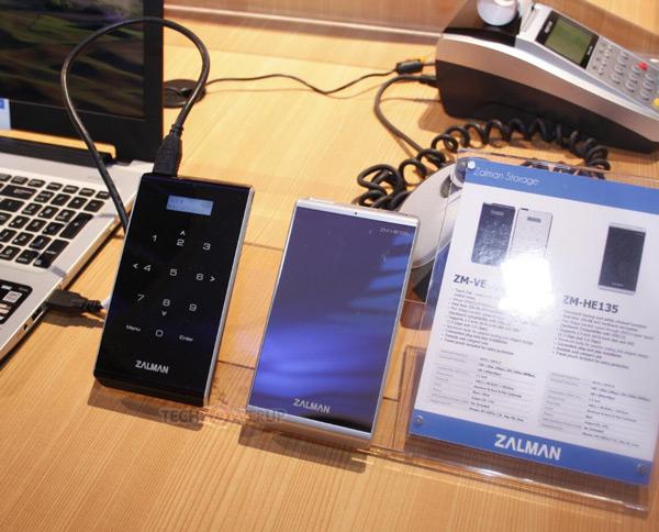 Корпус ZM-VE400 позволяет дополнительно ограничить доступ к данным с помощью пароля