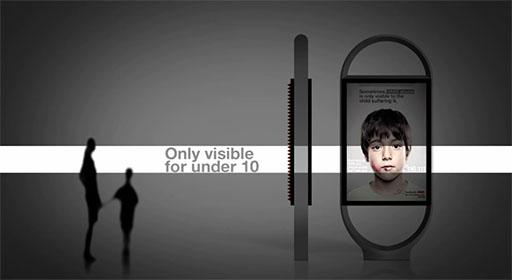 Лентикулярные билборды со скрытым текстом для маленьких людей