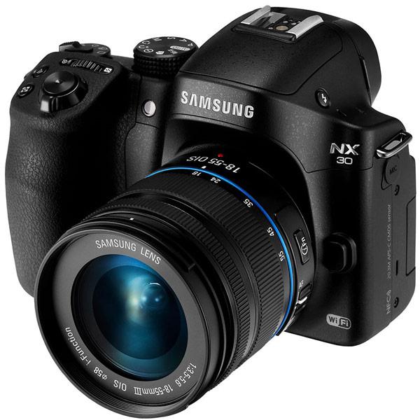Основой камеры Samsung NX30 служит датчик изображения типа CMOS формата APS-C