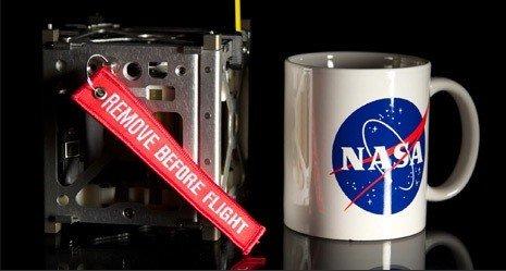 НАСА запустило три смартфона на орбиту