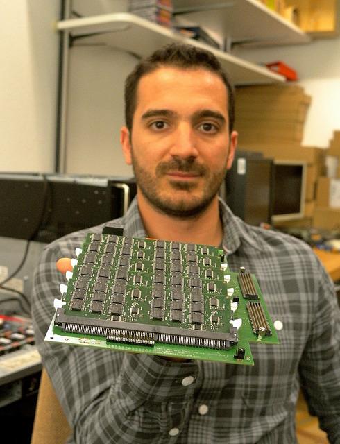 Новая PCM память от IBM в 275 быстрее flash памяти. Проект Theseus