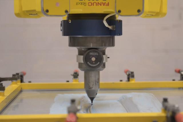 Новая технология Ford позволяет «печатать» корпуса авто за считанные часы