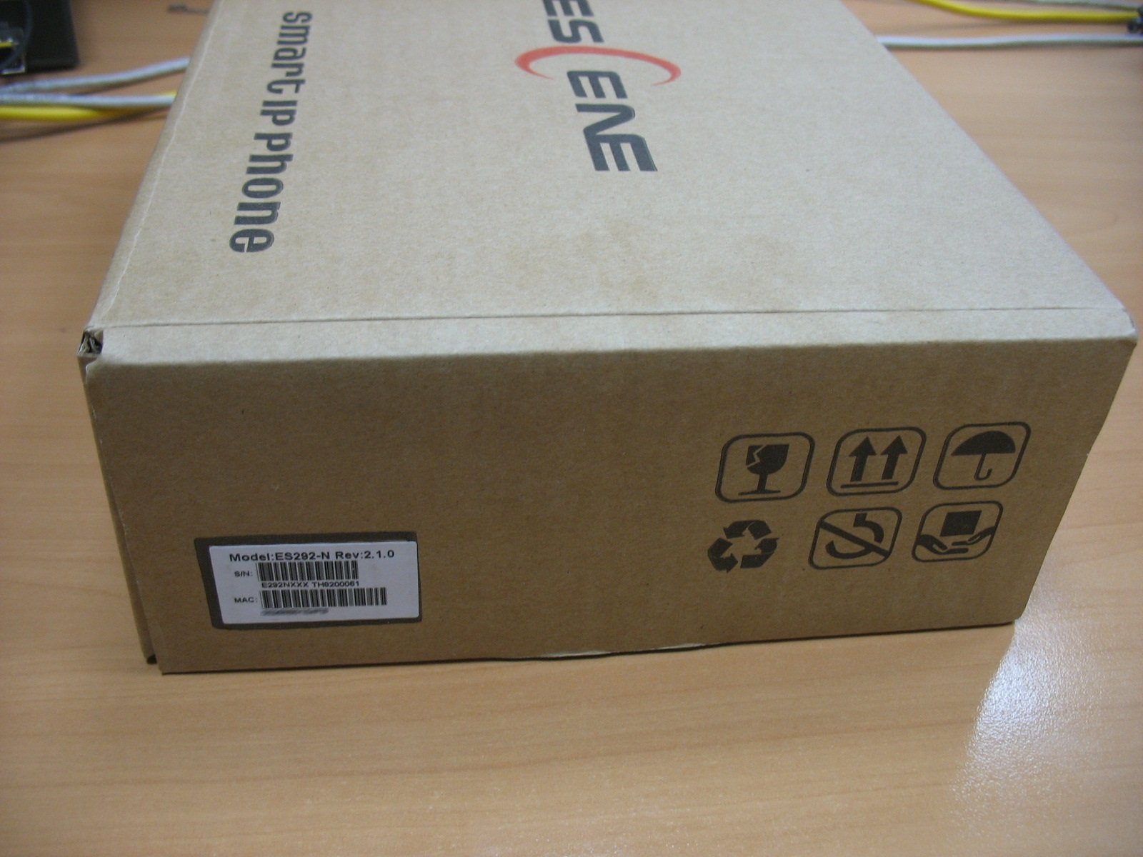 Вид упаковки телефона.