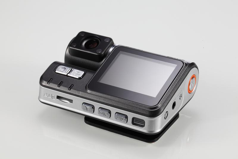 Обзор широкоугольного HD видео регистратора с дополнительной внешней камерой и цветным LCD дисплеем
