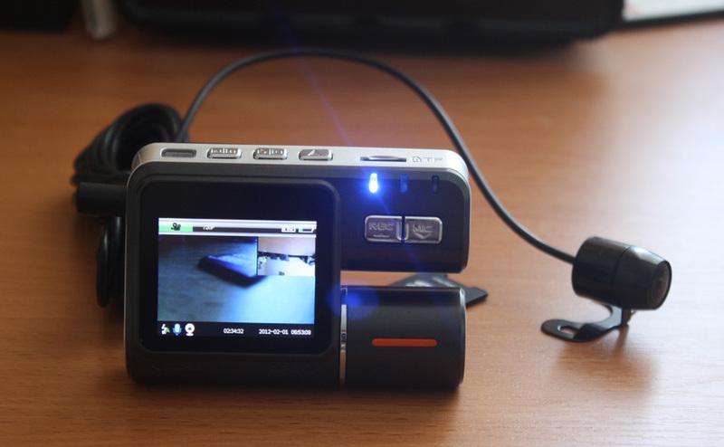 Обзор широкоугольного HD видеорегистратора I1000 с дополнительной внешней камерой и цветным LCD дисплеем