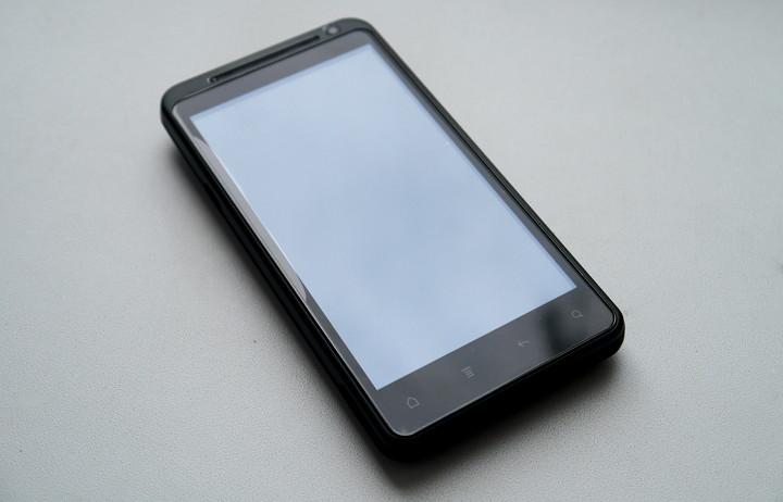 Обзор смартфона с хорошим экраном и Skype видео связью