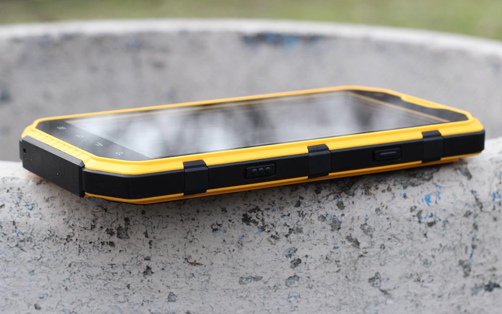 Обзор защищенного смартфона J4