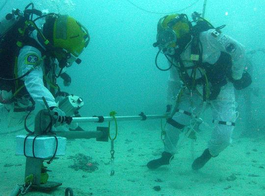 Перед тем как пойти далеко в открытый космос NASA направляется глубоко под воду