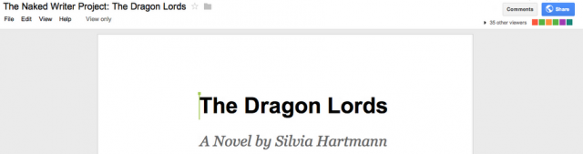 Писательница работает над романом в режиме реального времени