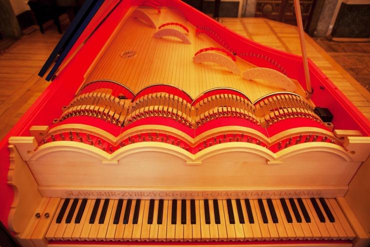 Поляк построил музыкальный инструмент, спроектированный Леонардо да Винчи (+видео исполнения)