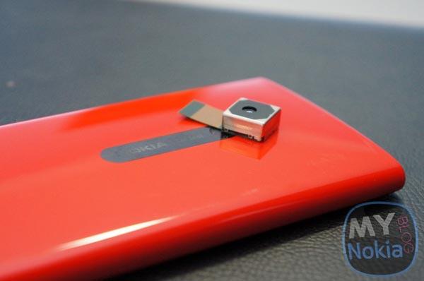 Смартфон Nokia EOS будет оснащен встроенным FM-передатчиком, слотом microSD и выходом micro-HDMI