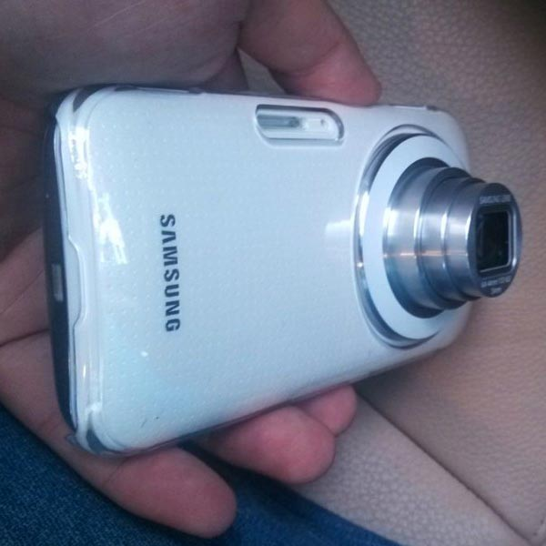 Смартфон Samsung Galaxy K (Samsung Galaxy S5 Zoom) оснащен телескопическим объективом