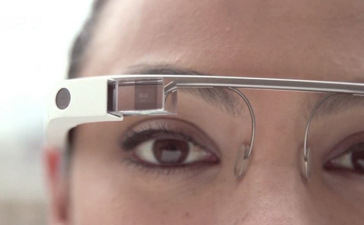 Приложение MedRef для Google Glass позволяет идентифицировать человека по изображению лица