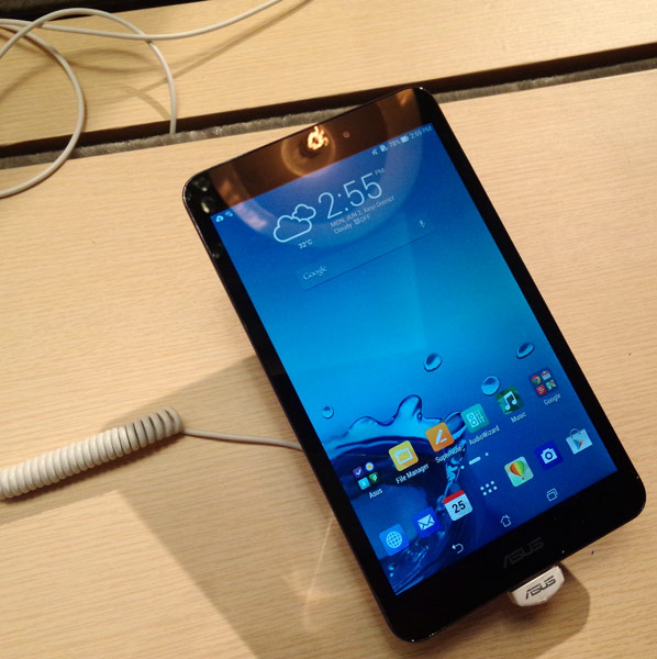Производитель называет устройство Asus MeMO Pad 8 «самым легким в мире восьмидюймовым планшетом с поддержкой LTE»