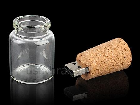 Разъем «флэшки» в бутылочной пробке защищает стеклянный пузырек