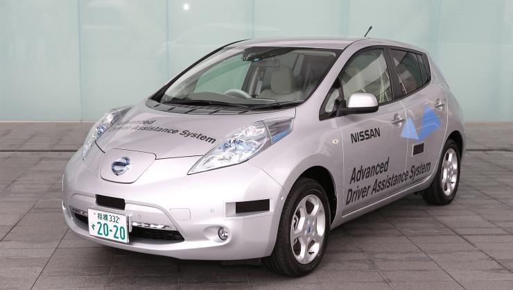Робот автомобиль Nissan LEAF первым в мире получил собственную водительскую лицензию (в Японии)