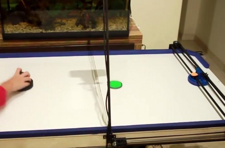 Робот для игры в воздушный хоккей из частей для 3D принтера
