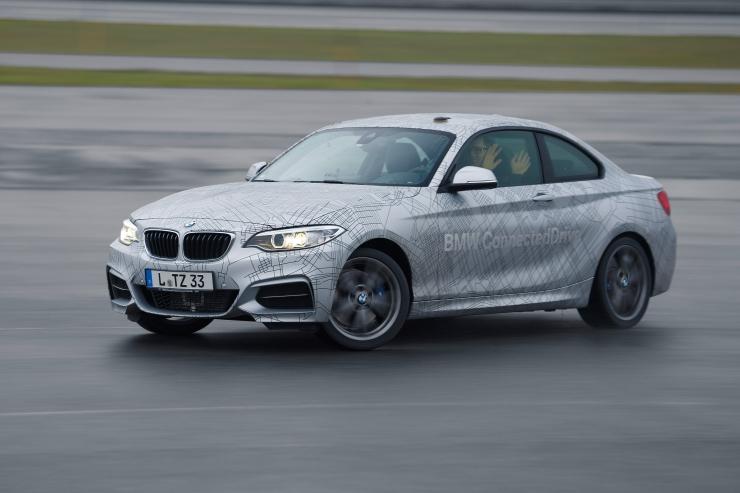 Роботы автомобили от BMW показали свои возможности на CES 2014