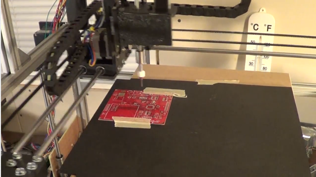 Самодельный робот для создания печатных плат