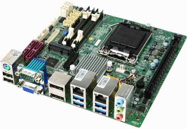 Системная плата MSI MS-98C7 выпускается в двух модификациях, различающихся чипсетами