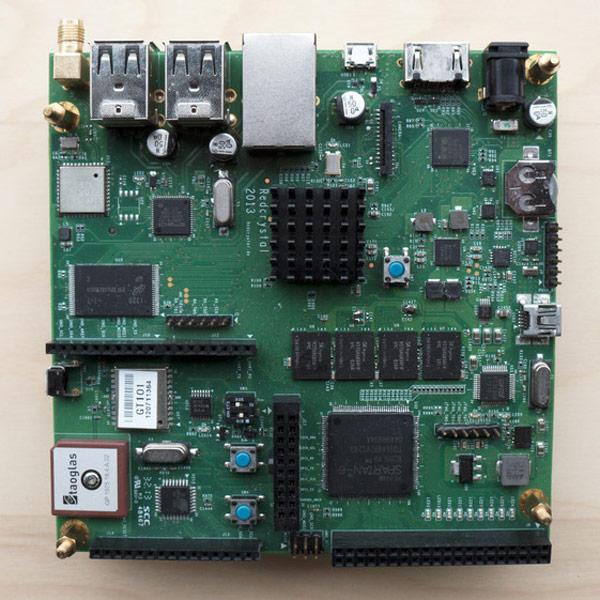 На плате Crystal Board есть все — Arduino, FPGA, SoC с четырехъядерным процессором ARM, память, проводные и беспроводные интерфейсы