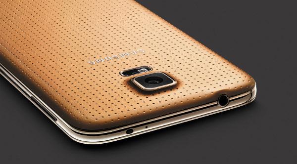 Помимо золотистого, будет доступно еще три цветовых варианта Samsung Galaxy S5: черный, белый и синий