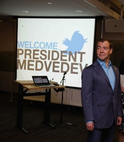 Статистика по аккаунтам Медведева(Twi, VK, FB)