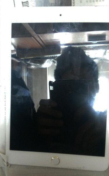 На фото: предположительно новый iPad mini с дактилоскопическим датчиком Touch ID