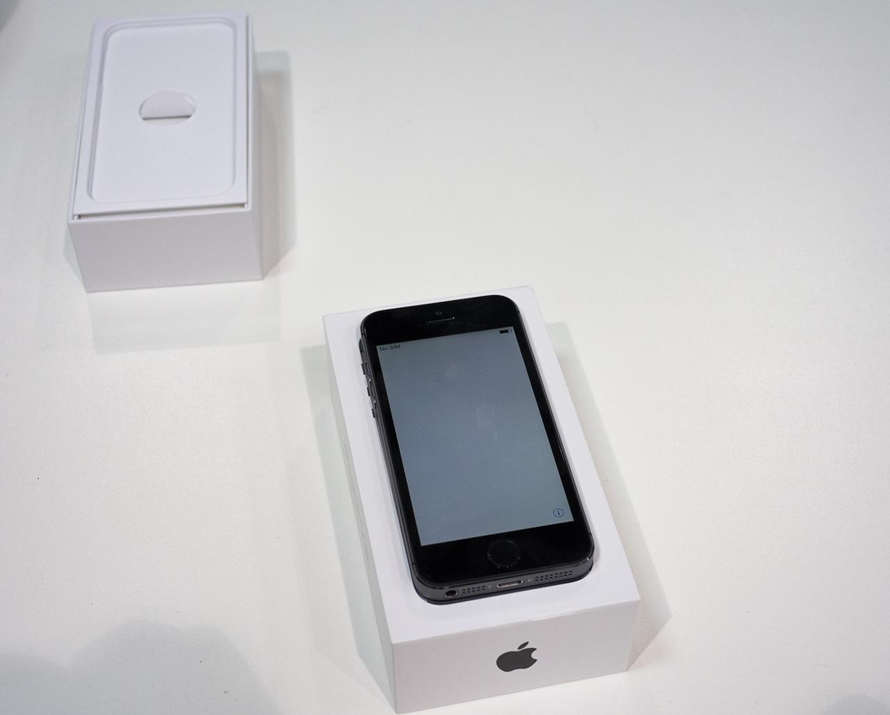 Видеообзор iPhone 5S и iPhone 5C