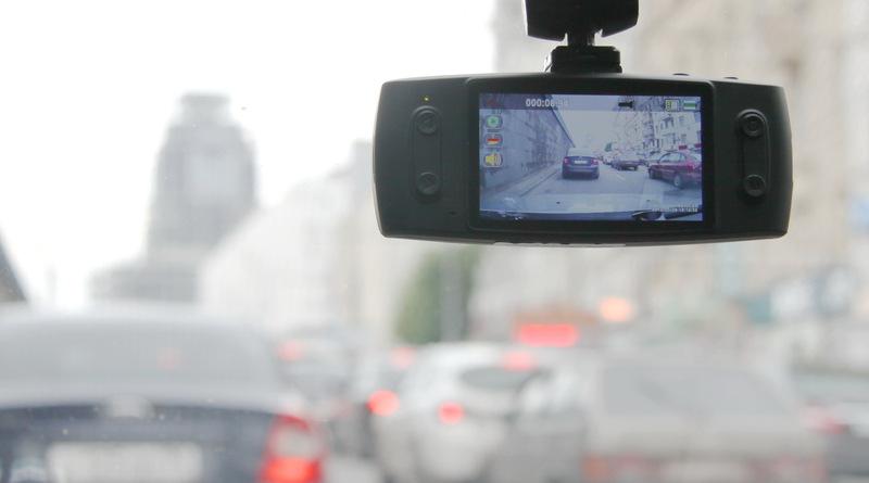 Видеорегистратор AdvoCam FD5 — достойная работа над ошибками