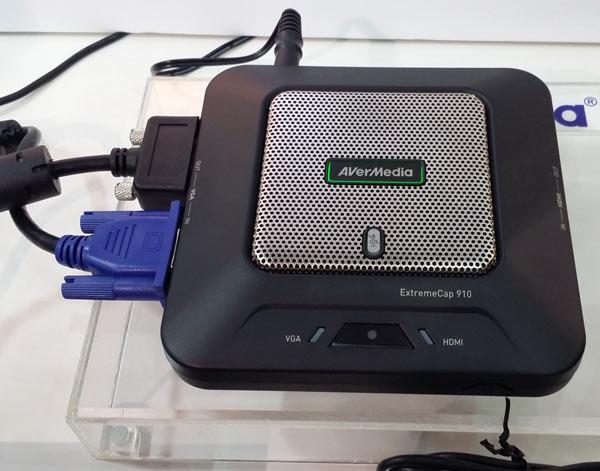 Среди особенностей AVerMedia ExtremeCap 910 можно выделить наличие встроенного микрофона