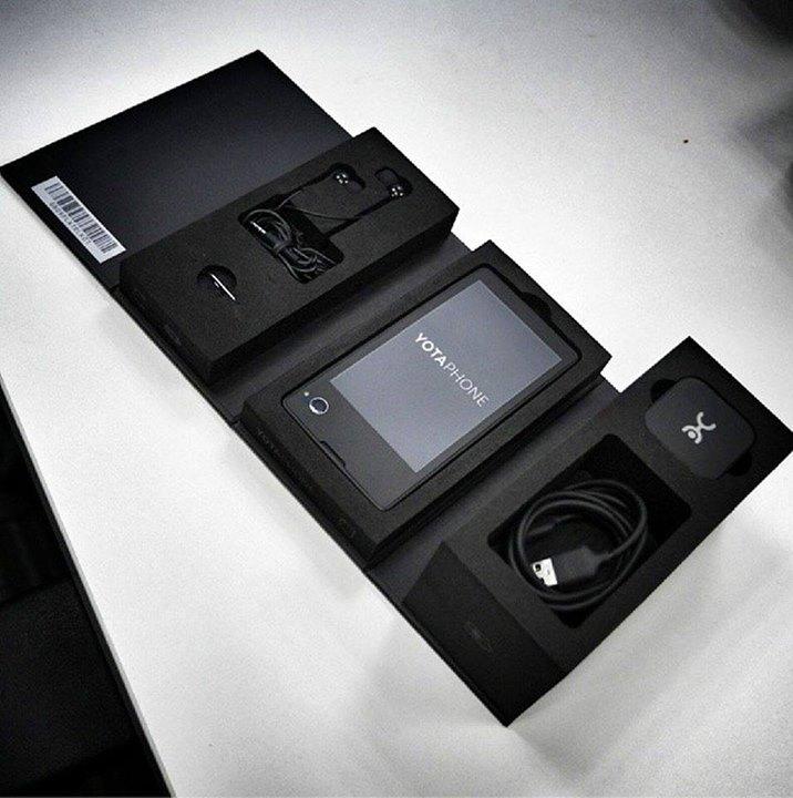 Выход YotaPhone (телефон и e reader в одном устройстве) запланирован на декабрь этого года