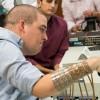 Мозговой имплантат впервые позволил парализованному человеку управлять рукой