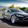 Водителя Tesla Model S засекли спящим за рулем на дороге