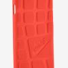 Чехлы Nike Air Force 1 и Rosche для смартфонов Apple iPhone 7 выглядят необычно