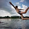 Во время купания в реке можно заразиться инфекцией