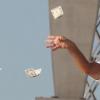 Эксперимент: возникает ли финансовое неравенство при случайной раздаче денег