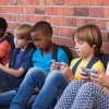 Во Франции решили запретить использование мобильных телефонов в школах