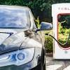 Tesla запретила использовать зарядные станции Supercharger для коммерческих автомобилей