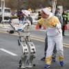 Робот нес Олимпийский огонь в Южной Корее