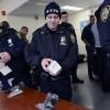 Служебные смартфоны порой позволяют полицейским Нью-Йорка оказаться на месте преступления до получения вызова от диспетчера