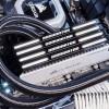 Для новых модулей памяти DDR4-3466 дизайнеры Corsair выбрали высококонтрастное сочетание перламутрового белого и глянцевого черного цветов