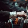Звездный винил: кто из знаменитостей предпочитает пластинки другим музыкальным носителям