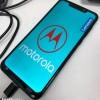Появилось первое «живое» фото смартфона Motorola One Power с вырезом вверху экрана
