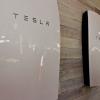 Домашние аккумуляторы Tesla Powerwall получили грозовой режим Storm Watch